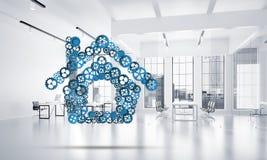 Fastighet- eller konstruktionsidé som framläggas av den hem- symbolen på vit kontorsbakgrund Arkivfoto