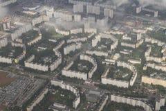 Fastighet från en fågelperspektiv Privat stugautveckling av mång--våning byggnader, Kiev, Ukraina, 09 08 2017 Arkivbilder
