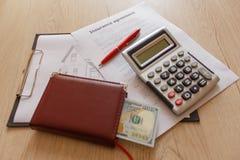 Fastighet och hem- försäkringbyggnadsbegrepp Försäkringräknemaskin Arkivfoton