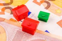 Fastighetaffärsinvestering med nya 50 euro som en backgroun Arkivfoton