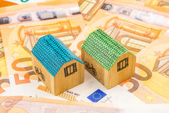 Fastighetaffärsinvestering med nya 50 euro som en bakgrund Arkivfoton