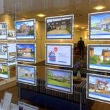 Fastighetsmäklare Window Display Royaltyfri Bild