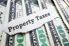 Fastighetsskattpengar royaltyfria foton