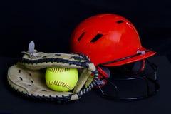 Fastpitch softballa piłka, rękawiczka & hełm, Fotografia Stock