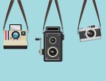 Fastställd hängande gammal kamera Arkivbilder