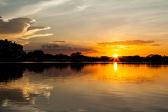 Fastställd himmel för sol Arkivbilder