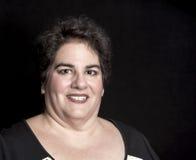 Fastställd medelålders kvinna för skurkroll i studio royaltyfria bilder