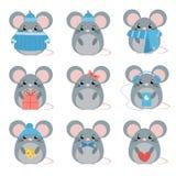 Fastställd mus för vektor i varm kläder med olika ämnen: ost hatt, halsduk, gåva, hjärta, pilbåge royaltyfri illustrationer