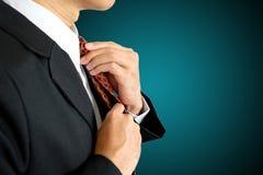 Fastställd slips för hand royaltyfria bilder