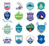 Fastställda berg för samling och campa logo, etiketter och designbeståndsdelar Royaltyfri Fotografi
