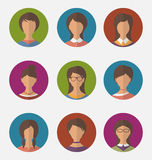 Fastställda färgrika kvinnliga framsidor cirklar symboler, moderiktig plan stil Royaltyfri Foto