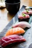 Fastställda servar för sushi med soppa Royaltyfri Fotografi