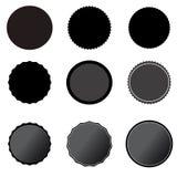 Fastställda svarta prislappar på vit bakgrund svart starburstklistermärke, etiketter och sunburst plan stil sunburst emblem under stock illustrationer
