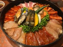 Fastställt kött och skaldjur för att grilla royaltyfria foton