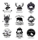 Fastställt retro bergläger och resalogoen, emblem, etikett Royaltyfria Bilder
