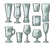 Fastställt tomt glass öl, whisky, vin, gin, rom, tequila, champagne, coctail vektor illustrationer