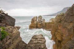 Faszinierender Felsformations-Pfannkuchen-Rock in Punakaiki stockfotos