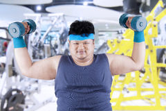 Fat man exercise in fitness center 1 Stock Images