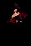 Fatale di Femme in un vestito rosso-nero Fotografie Stock
