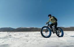 Fatbike u. x28; fettes Fahrrad oder Fettreifen bike& x29; lizenzfreies stockbild