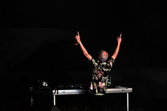 Fatboy Slim mixing live in the front of a crowd of people Stock Images