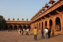 Fatehpur Sikri, durch Leute Lizenzfreie Stockbilder