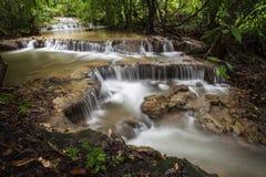 Faterfall在雨林里 免版税库存照片