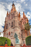 Father胡安de圣Miiguel雕象Parroquia教会圣米格尔火山墨西哥 免版税库存图片