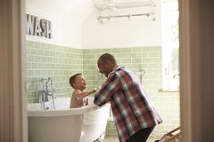 Free Father And Son Having Fun At Bath Time Together Stock Photo - 85181440
