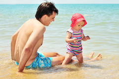 Father with baby on the beach Royalty Free Stock Photography