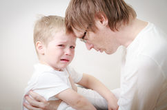 Father comforting son in tears Royalty Free Stock Photos