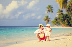 Father and cute little daughter walk on beach Royalty Free Stock Photography