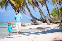 Father and daughter on a beach Royalty Free Stock Photos