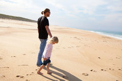 Father and daughter at the beach Royalty Free Stock Photography