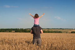 Father with daughter in field Royalty Free Stock Photos
