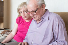 Father and daughter with laptop. Stock Photos