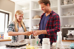Father and daughter making a cake together Royalty Free Stock Photography