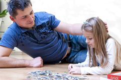 Father daughter puzzle Royalty Free Stock Images