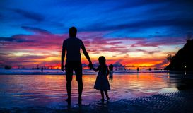 Father and daughter silhouettes in sunset at the Royalty Free Stock Image