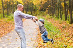 father fun having outdoors son Στοκ φωτογραφίες με δικαίωμα ελεύθερης χρήσης