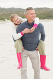 Father giving his daughter a piggy back Royalty Free Stock Photography