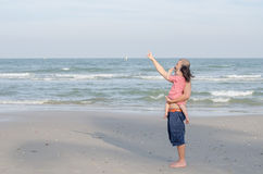 Father with his child on the beach Royalty Free Stock Photography