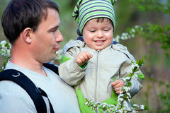 Father and his little son talking outdoors Royalty Free Stock Photography