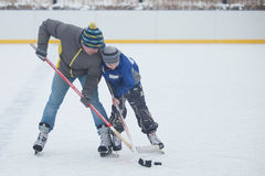 Father with his son playing hockey Stock Photography