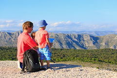Father with kids looking at map in mountains Royalty Free Stock Images