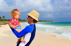 Father and little daughter having fun on the beach Royalty Free Stock Photos