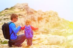 Father and little daughter hiking in mountains Royalty Free Stock Photos