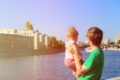 Father and little daughter looking at summer city Royalty Free Stock Photos