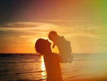 Father and little daughter silhouettes at sunset Stock Images