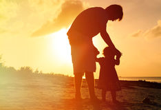 Father and little daughter walking on beach at Royalty Free Stock Photography